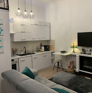 Charming Studio Apartment In The Heart Of The Jewish District! photos Exterior