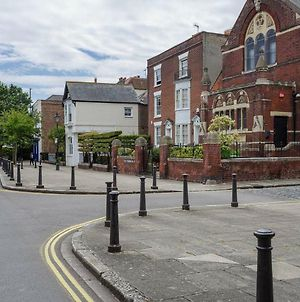 Charles Dickens' Spacious Portsmouth 2 Bed Flat photos Exterior
