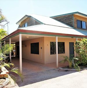 Ningaloo Breeze Villa 8 - 3 Bedroom Fully Self-Contained Holiday Accommodation photos Exterior