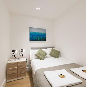 Sterling Modern Apartment, Brentwood With Netflix & Amazon Music photos Exterior