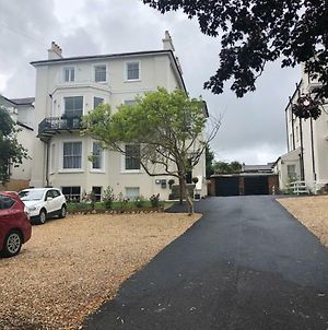 Wight On The Beach, Slps4, Stylish Apartment, Balcony With Sea Views photos Exterior