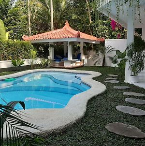 Sunkiss Villa By Yogya Tropicana photos Exterior