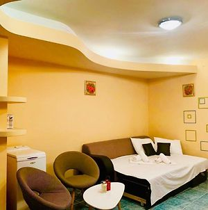 Central Apartment With Free Wifi, Tv, Washer photos Exterior