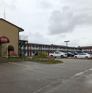 Red Deer Inn & Suites photos Exterior