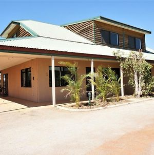 Ningaloo Breeze Villa 4 - 3 Bedroom Fully Self-Contained Holiday Accommodation photos Exterior