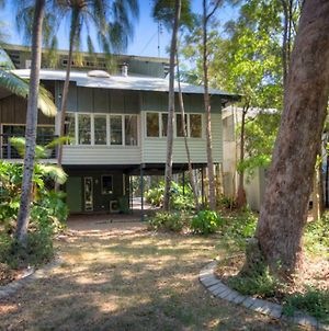 6 Satinwood Drive - Rainbow Shores, Stylish Beach House, Free Wifi photos Exterior