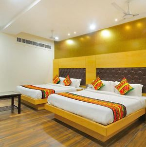 Grand Uddhav Paharganj - Free Parking photos Exterior