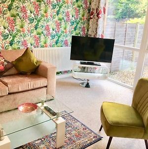 Homely Birch Close House With Free Parking & Sleeps 8 photos Exterior