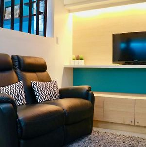 Modern Trendy Condo With Netflix And 25 Mbps Fiber Internet In Eastwood City photos Exterior