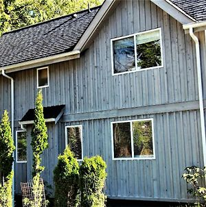 Well Maintained 2 Bedroom Centrally Located - Natures Edge Cottage photos Exterior