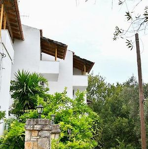 Corfu Room Apartments, In A Very Piecefull And Full Of Trees Area photos Exterior