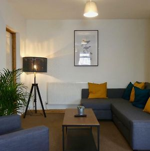 2 Bed Apartment By University & Hospital + Free Parking photos Exterior