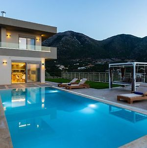 Villa Oraia Eleni, Infinite Coastal Views! photos Exterior