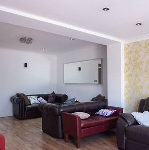 Lovely 4 Bedroom 3 Storey East London House With Garden photos Exterior