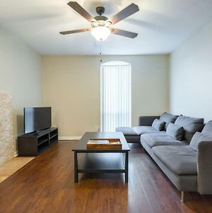 Clean, Cozy And Netflix! Free Coffee & Parking! photos Exterior