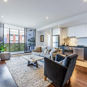 Stylish 2-Bed 2 Bath With Free Parking, Pool, Gym, Wifi photos Exterior
