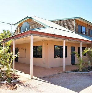 Ningaloo Breeze Villa 10 - 3 Bedroom Fully Self-Contained Disabled-Friendly Accommodation photos Exterior