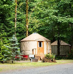 Mount Hood Village Premium Yurt 2 photos Exterior