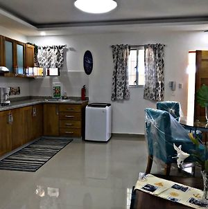 Fully Equipped New 1Br Apt-Dt-2Mins To Beach photos Exterior