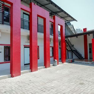 Reddoorz Syariah Near Alun Alun Tegal photos Exterior