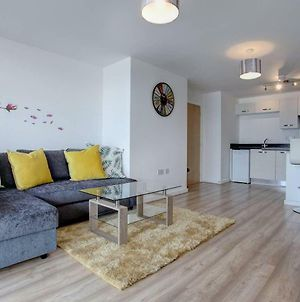 Newly Renovated Riverside Flat W/ Private Balcony photos Exterior