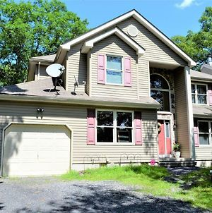 House Front Of Lake And Beach In Pocono Mountain photos Exterior