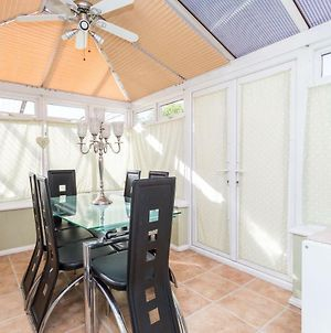 Classic, Family Friendly 3 Bedroom House With Patio Garden, Minutes From Little Haven Station, Rusper Rd photos Exterior