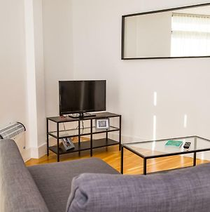 Serviced Apartment In Liverpool City Centre - Free Parking - 35 Kent St By Happy Days - Apt 2 photos Exterior