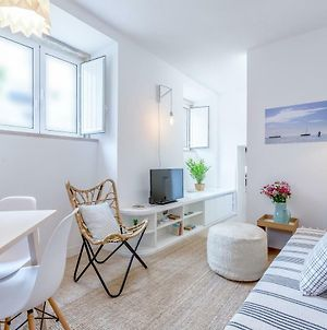 Renovated Typical Baixa Apartment Free Pick-Up, By Timecooler photos Exterior