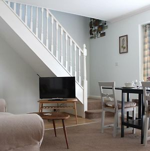 Comfortable And Spacious Apartment With Parking photos Exterior