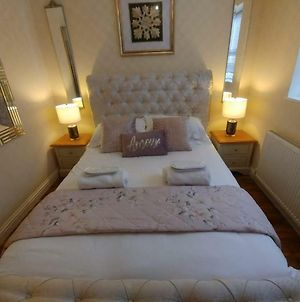 Exquisite Two King Bedroom With En Suites - Close To The Town Centre, Rail, Airport And Theatre photos Exterior