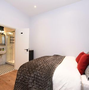 Stylish And Spacious Deluxe Apartments Near Victoria Station photos Exterior