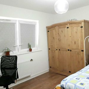 2 Double Rooms Available In 3 Bedroom House photos Exterior