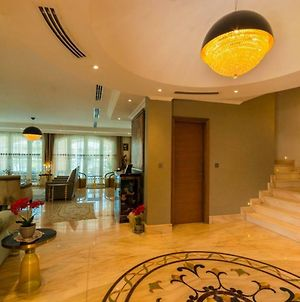 Designer Villa In Jumeirah Park By Rich Stay Holiday Homes photos Exterior