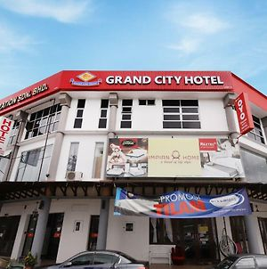Oyo 619 Grand City Hotel 2 photos Exterior