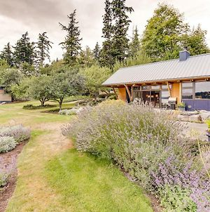 Fidalgo Island Waterfront Stunner photos Exterior
