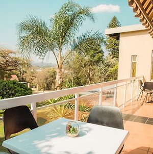 Cosy Menlyn Maine Appartment With Beautiful Balcony View photos Exterior