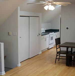 Lincoln Park - Short Walk To Wrigley - Sleeps 6! photos Exterior