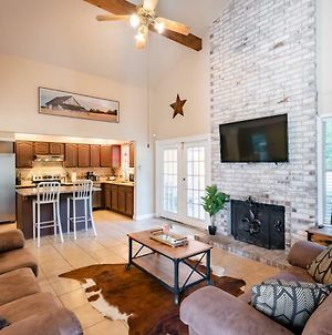 Beautiful House With Pool, Private Yard Bbq & Fire Pit, 4 Min From Fiesta Texas photos Exterior
