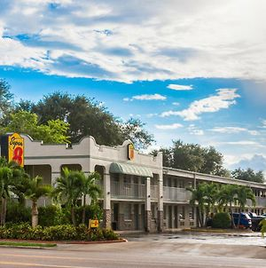 Super 8 By Wyndham Bradenton Sarasota Area photos Exterior
