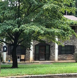 Clean Cozy And Close To Airport/Marta + Entrtnmnt photos Exterior