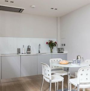 Luxury Modern Split Level 2Br Covent Garden Apt photos Exterior