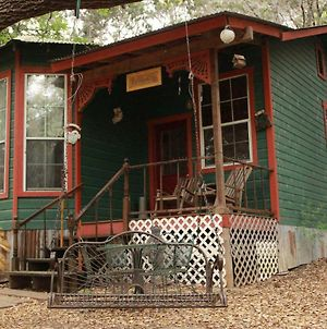 The Victorian Cottage At Creekside Camp & Cabins photos Exterior