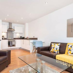 Stunning 2Br Waterside Apartment Close To Station photos Exterior