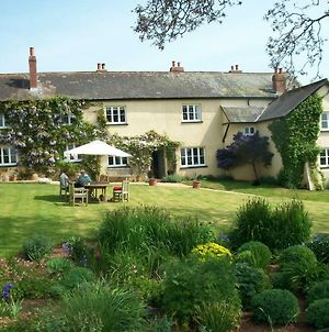 Beautiful Devon Farmhouse photos Exterior