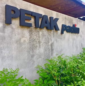 Petak Padin Cottage By The Pool photos Exterior