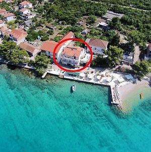 Apartments And Rooms By The Sea Loviste 10181 photos Exterior