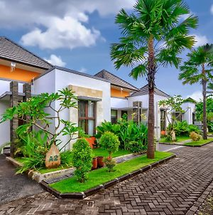 Villa Garden Umah D Kampoeng By Orange photos Exterior
