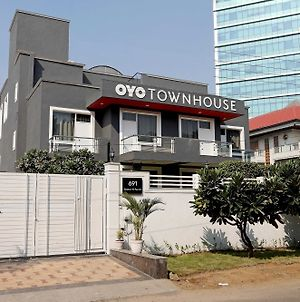 Oyo Townhouse 027 Sector 15 Gurgaon photos Exterior