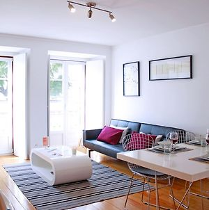 Altido Modern 1-Bed Apt With Terrace, Moments From Sao Bento Palace photos Exterior